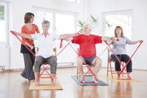 Người bị loãng xương có nên tập yoga không?