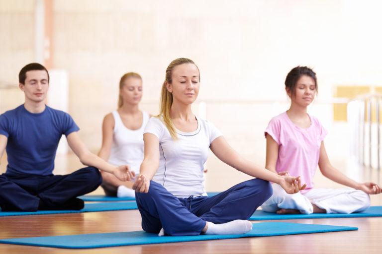 Có nên tập yoga trong những ngày đèn đỏ hay không?