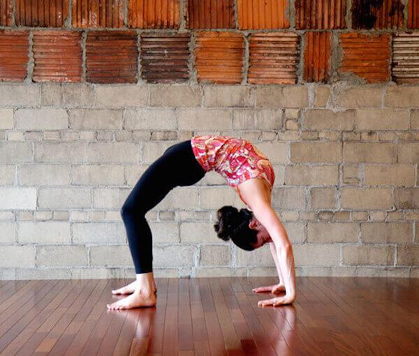 9 dong tac yoga giam cân