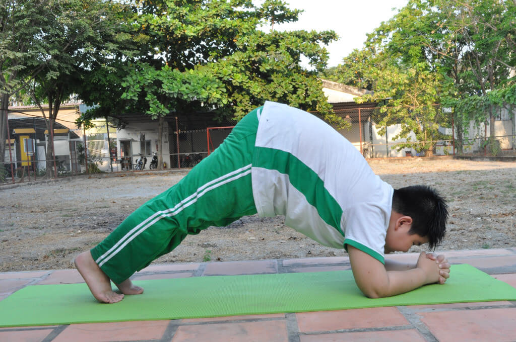 cam hung yoga danh cho nguoi bi beo phi