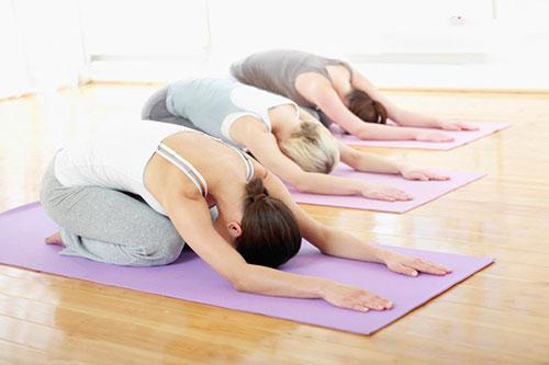 bai tap yoga giam dau nhuc cho tuoi trung nien