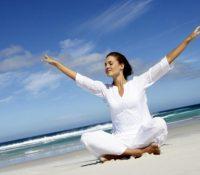 4 bài tập yoga giải tỏa cơn 'bốc hỏa' cho phụ nữ tiền mãn kinh
