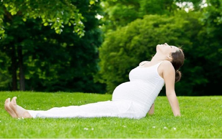 tập yoga khi mang bầu
