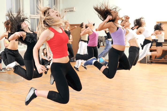 nhảy zumba và các lợi ích mà bạn không ngờ tới