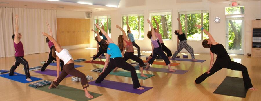 Yoga cách cửa dẫn đên sự bình an và tĩnh lặng trong cuộc sống