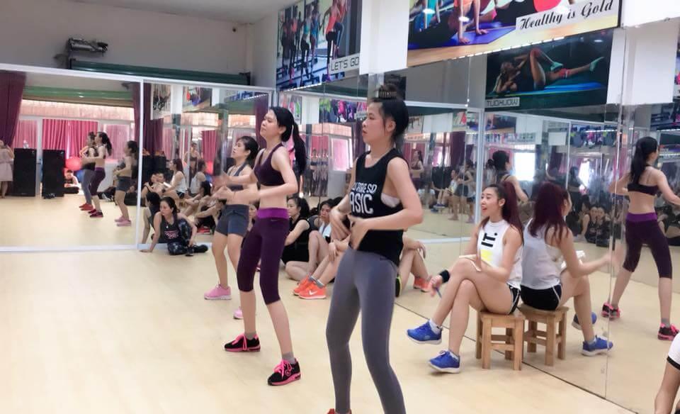 tập aerobic hay yoga để giảm cân, eo thon và có sức khỏe tốt