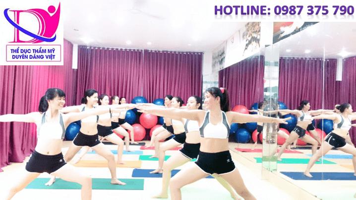 yoga đơn giản cho vòng một