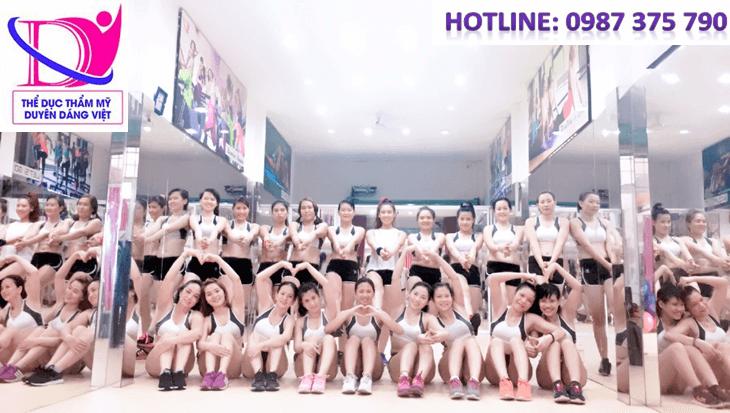 luyện tập Hot Yoga cùng Duyên Dáng Việt