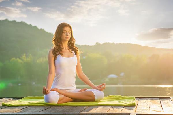 Hít thở đúng cách trong Yoga dễ mà khó