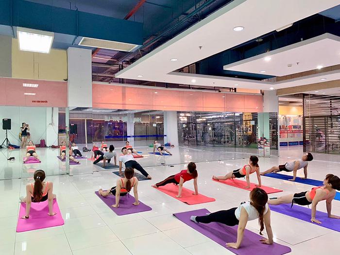 Hình ảnh học viên khóa đào tạo HLV yoga tại Hà Nội ở Trung tâm thể dục thẩm mỹ Duyên Dáng Việt