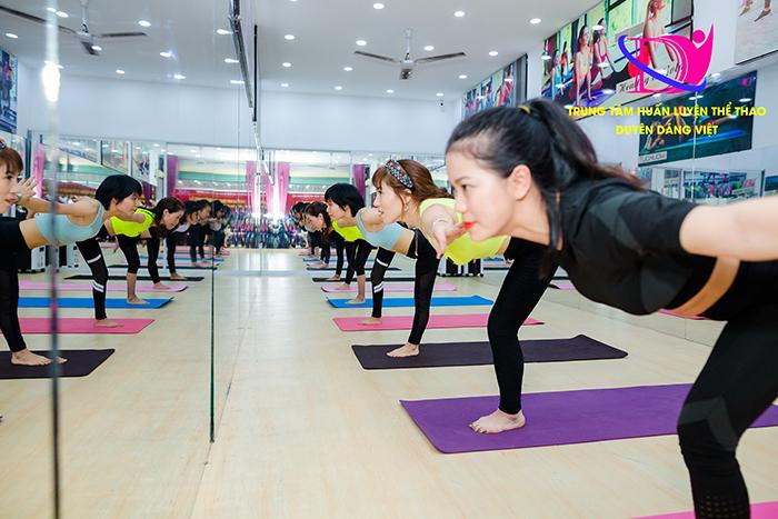 Hình ảnh lớp tập luyện thể dục thẩm mỹ