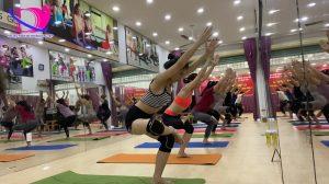 Có nên làm HLV Yoga?