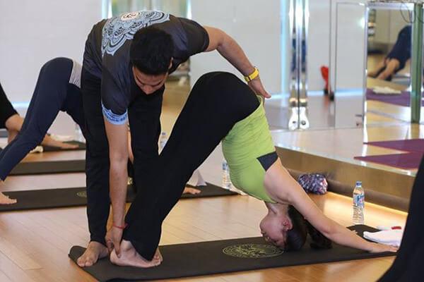 giao vien yoga tai nha