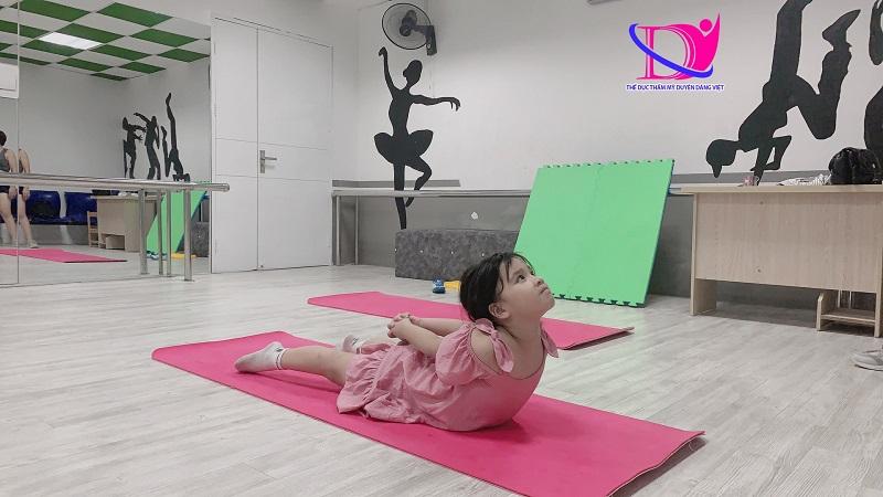 Ngày nay trẻ em theo học Yoga rất nhiều